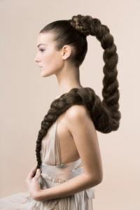 Волосы такой длины могут отрастить не все люди, а только те, у которых длинная анагеновая
